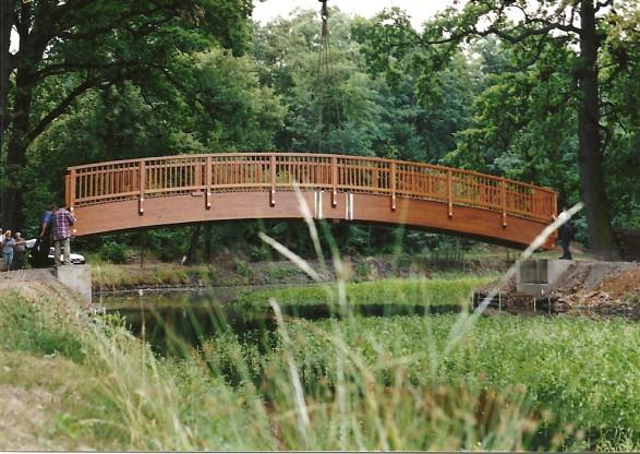 2003 - Die neue Brücke wird gesetzt